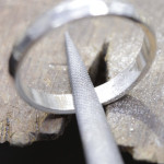 ③内面を削る(指輪が薄くなるので1~2号程度)