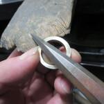 6.真円を出して、やすりや糸鋸などで成形する