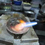 1.シルバー地金を火で溶かす。